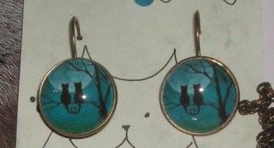 Kassid Kuuvalguses – Sinine Kõrvarõngad