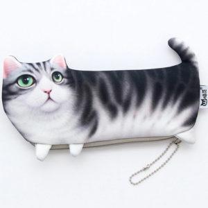 Riidest Kassipinal – Hall Kass Roheliste Silmadega